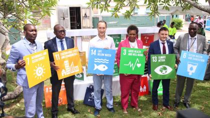 6 people holding SDG posters